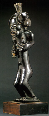 Tshowke male chief figure