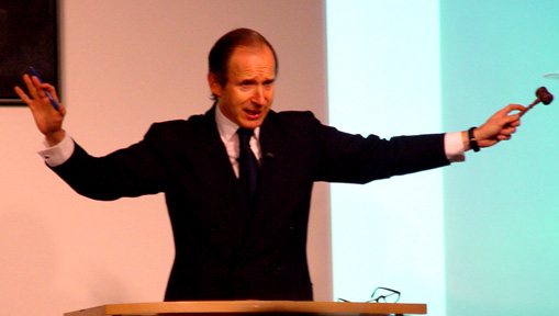Simon de Pury in action