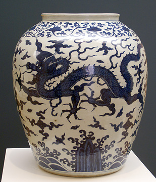 Blue andwhite dragon jar