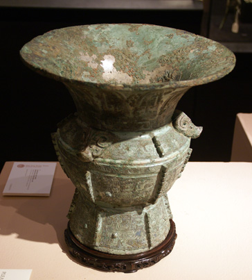 Rare finely cast wine vessel, zun