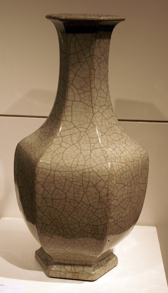 Guan-type faceted vase