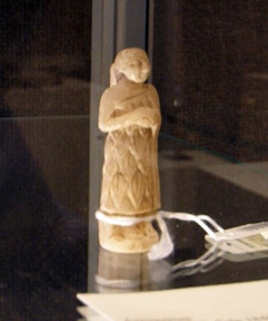 Alabaster statue of female worshipper
