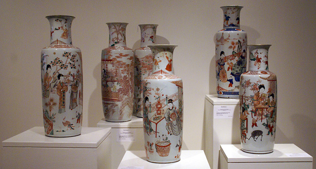 "Group of 6 rate Kangzi ""rouleau"" vases"