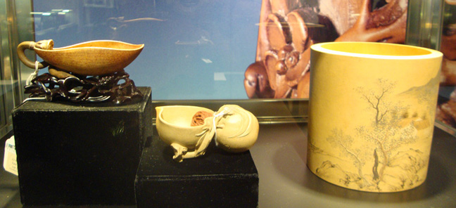 Lotus petal-form water vessel and double peach-form water pot